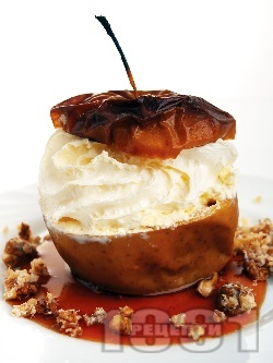 Печени ябълки с мед, орехи и сметана - снимка на рецептата
